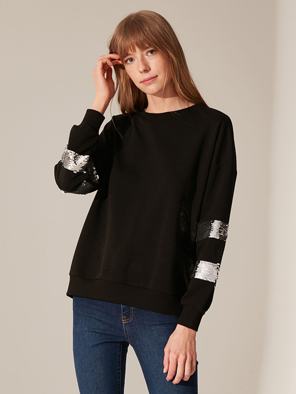 Siyah Pul İşlemeli Sweatshirt 0SM181Z8 LC Waikiki