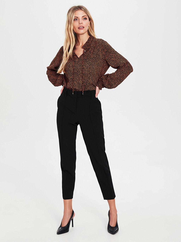 Kadın Yaka Detaylı Desenli Viskon Bluz