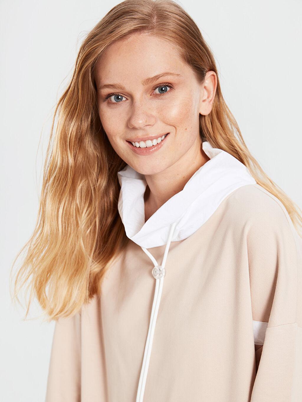 Kadın Yaka Detaylı Şeritli Oversize Sweatshirt