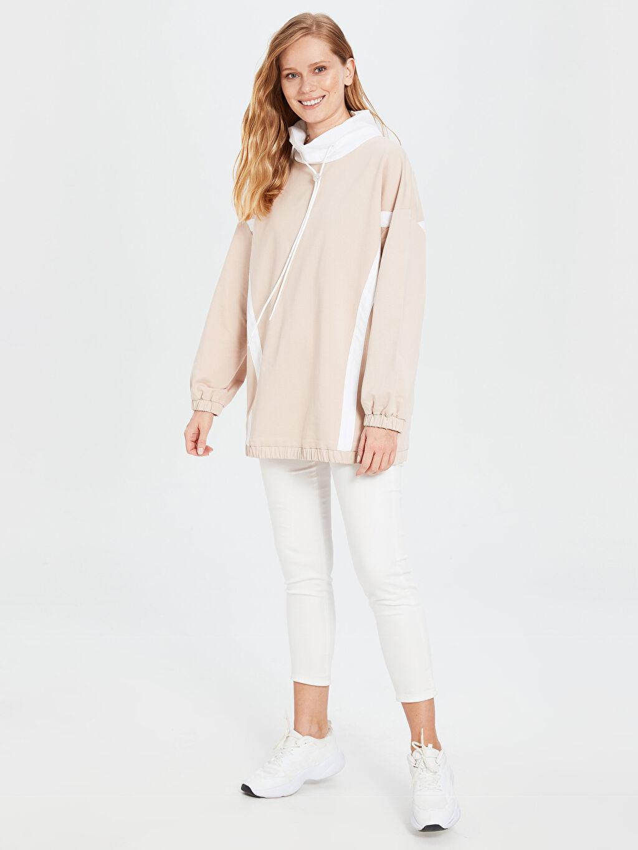%100 Pamuk Yaka Detaylı Şeritli Oversize Sweatshirt