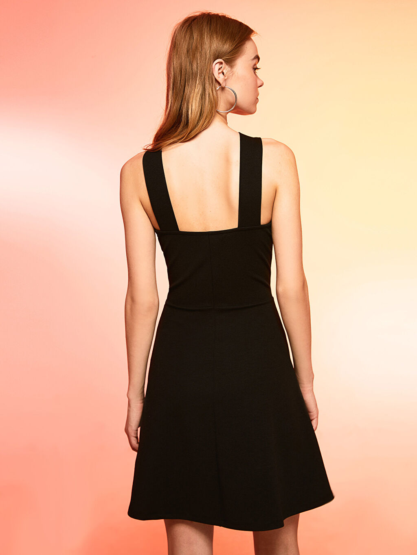 Siyah Halter Yaka Kloş Elbise