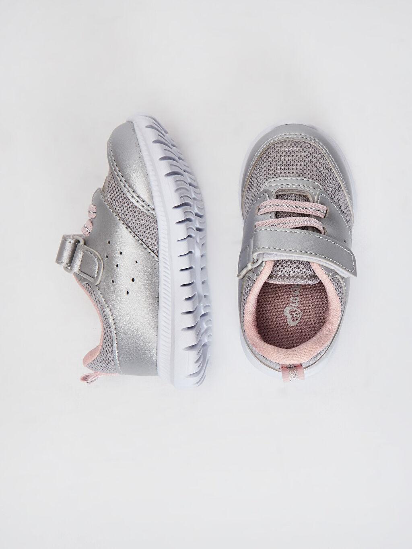 %0 Diğer malzeme (poliüretan) %0 Tekstil malzemeleri (%100 poliester) Bağcık ve Cırt Cırt Işıksız Polyester Astar Sneaker Kız Bebek Aktif Spor Ayakkabı