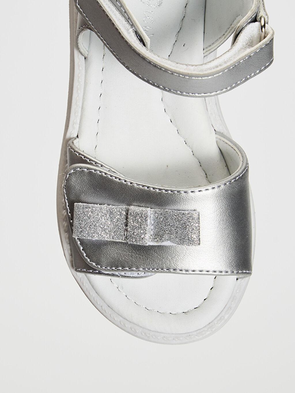 LC Waikiki Gri Kız Bebek Fiyonk Detaylı Cırt Cırtlı Sandalet