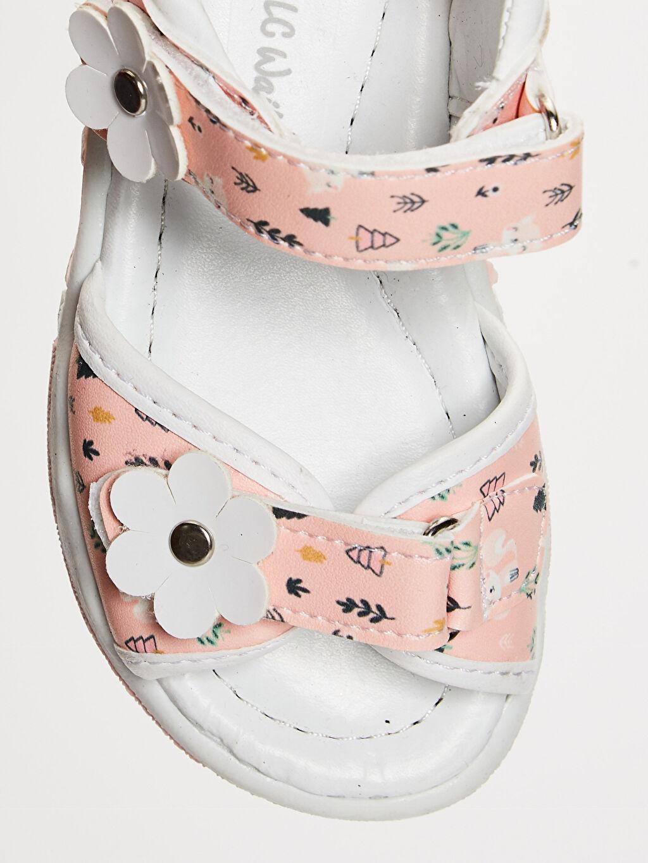 LC Waikiki Beyaz Kız Bebek Cırt Cırtlı Şık Sandalet