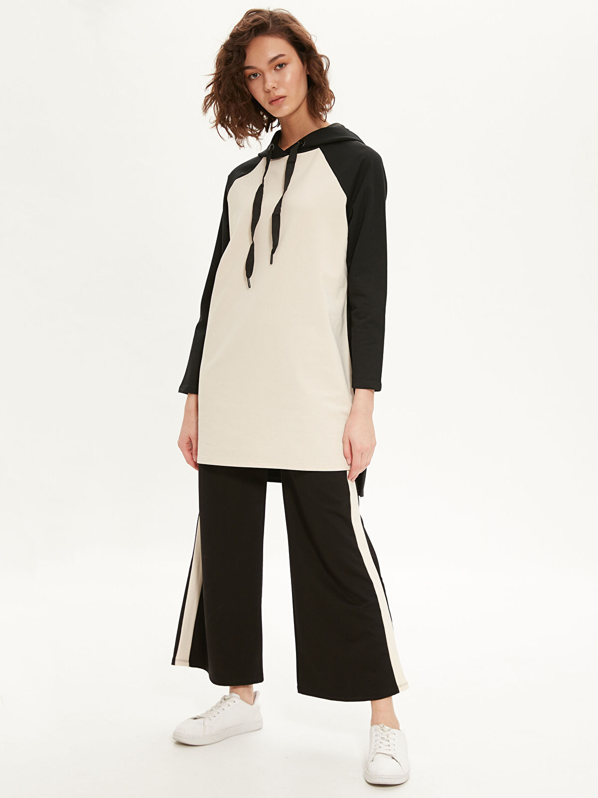 Renk Bloklu Kapüşonlu Uzun Sweatshirt - LC WAIKIKI