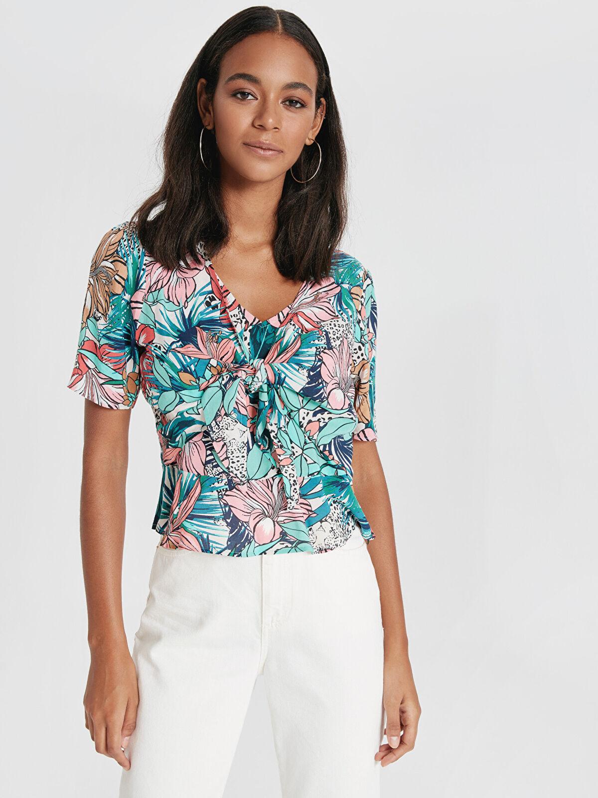Çiçek Desenli Yakası Bağlamalı Viskoz Bluz - LC WAIKIKI
