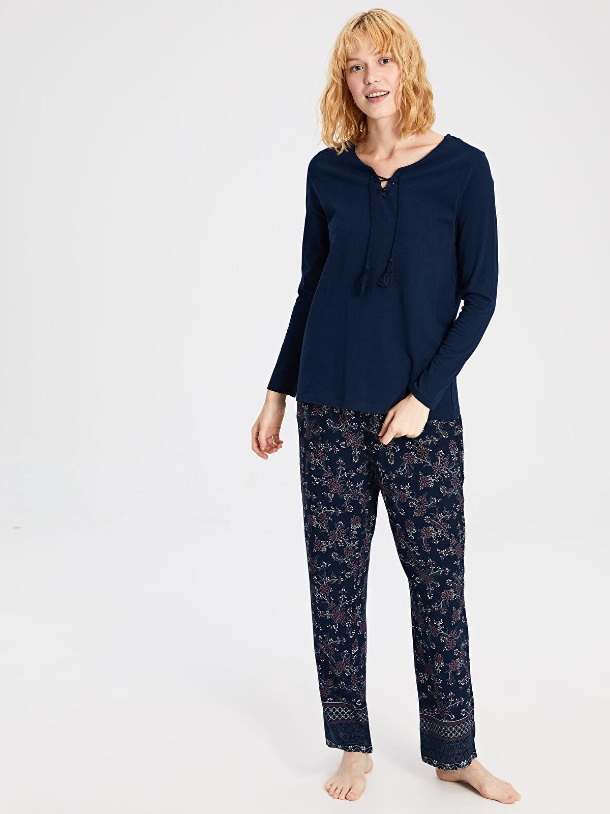 Yaka Detaylı Desenli Pijama Takımı - LC WAIKIKI