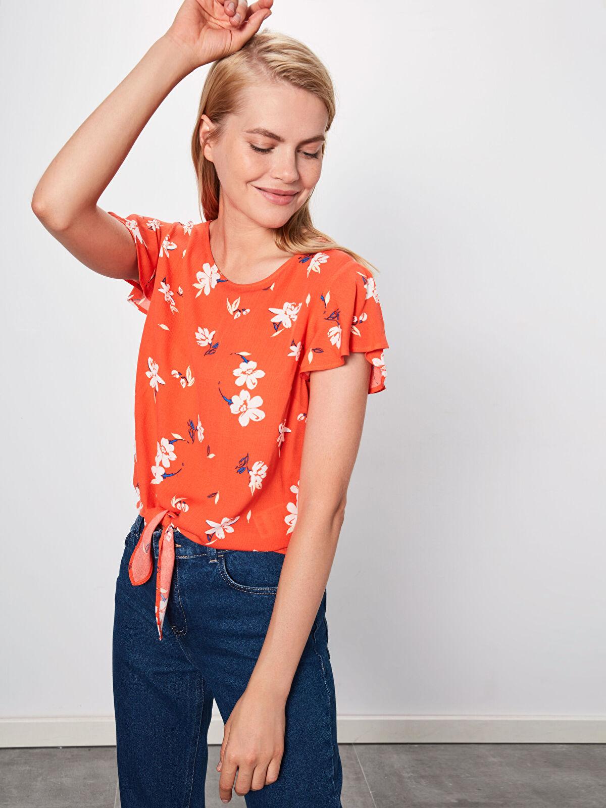 Beli Bağlama Detaylı Çiçek Desenli Viskon Bluz - LC WAIKIKI