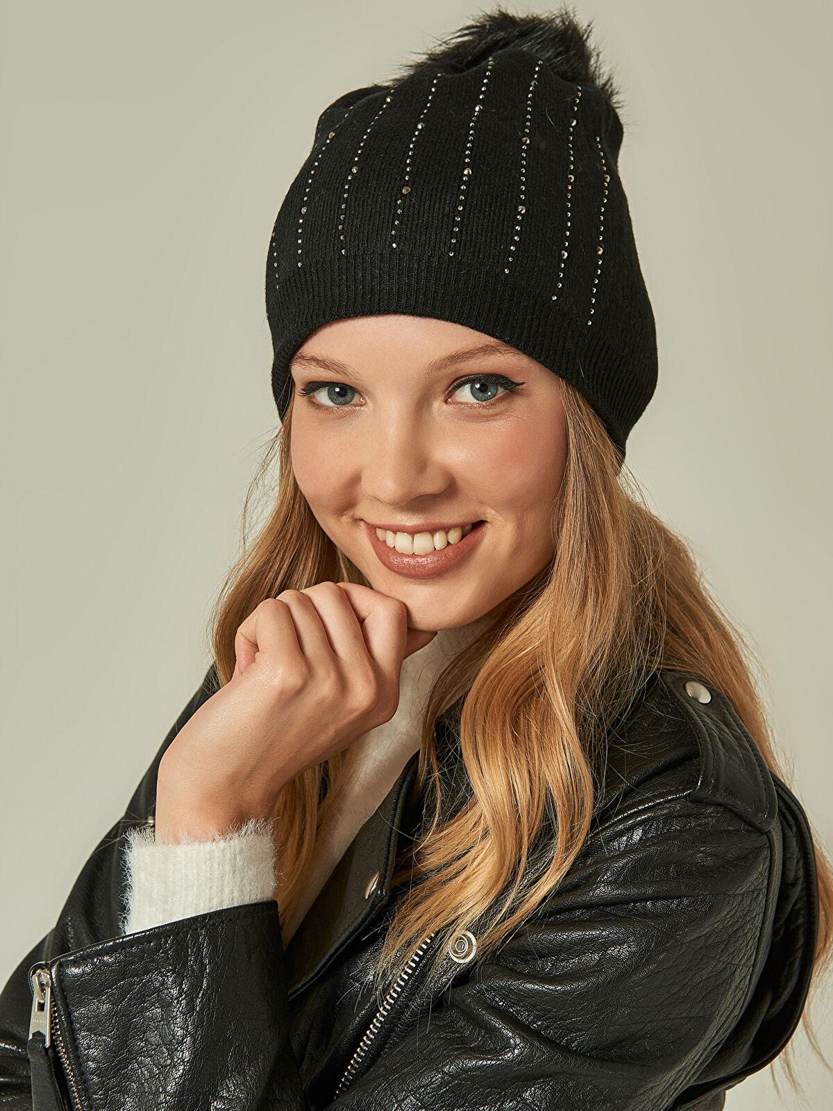 Axesoire Taşlı Ponponlu Siyah Coton Bere - Markalar