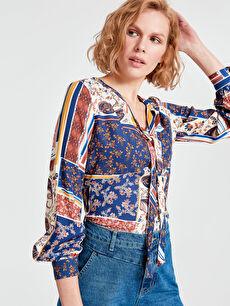 Yakası Bağlama Detaylı Desenli Viskon Bluz