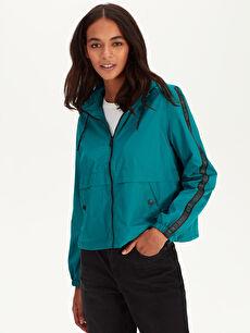 %100 Polyester %100 Polyester Kısa İnce Trençkot ve Yağmurluk Kapüşonlu Kısa Yağmurluk