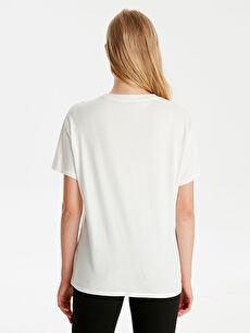 Kadın Ekose Cep Detaylı Yazı Baskılı Pamuklu Tişört