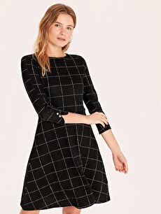 Siyah Dokulu Kumaştan Kareli Kloş Elbise 9WL101Z8 LC Waikiki