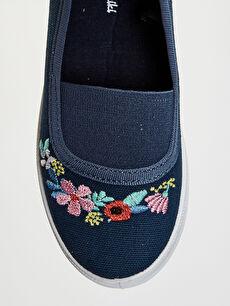 LC Waikiki Lacivert Kız Çocuk Çiçek Nakışlı Bez Babet Ayakkabı