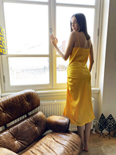 Sarı Büzgü Detaylı İnce Askılı Saten Elbise