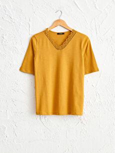 Yakası Dantelli Tişört