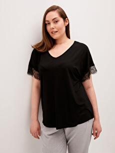 LCW CLASSIC V Yaka Dantel Detaylı Kısa Kollu Kadın Tişört