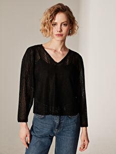 Dantel Detaylı V Yaka Bluz