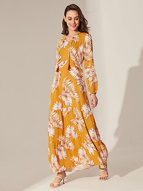 Yaka Detaylı Desenli Viskon Elbise - LC WAIKIKI