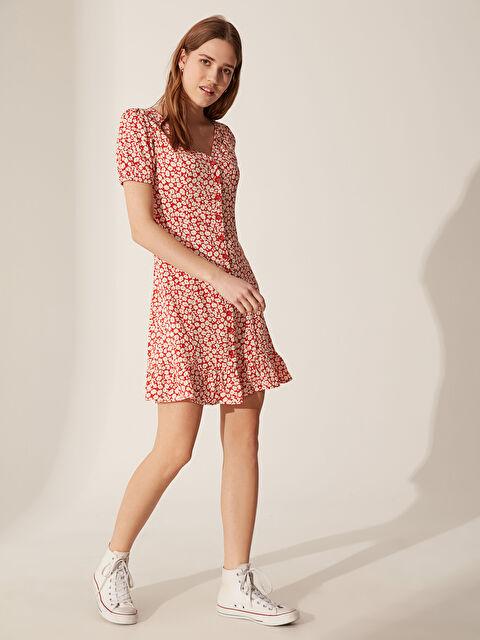 Çiçek Desenli Fırfır Detaylı Viskon Elbise - LC WAIKIKI