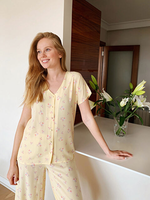 Çiçek Desenli Salaş Viskon Pijama Takımı - LC WAIKIKI