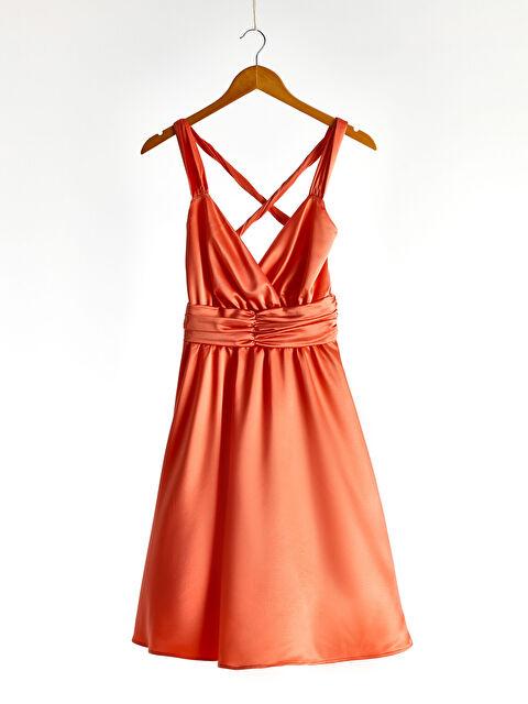 Kruvaze Yaka Sırt Detaylı Saten Kloş Elbise - LC WAIKIKI
