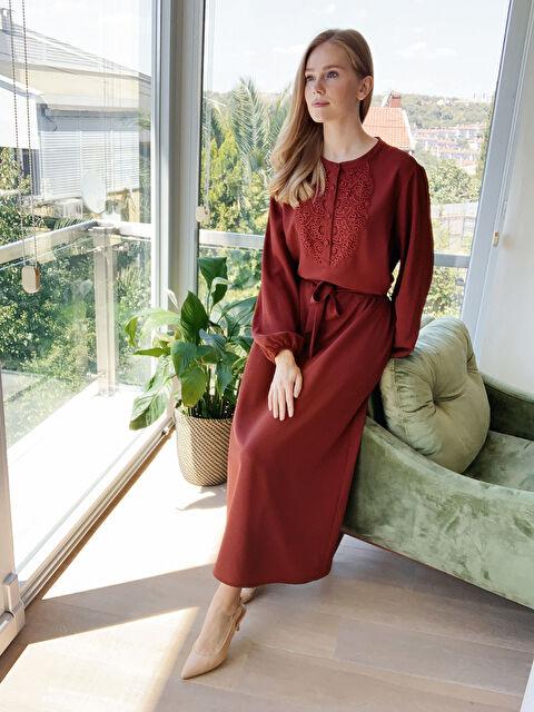 Yaka Detaylı Kuşaklı Uzun Elbise - LC WAIKIKI
