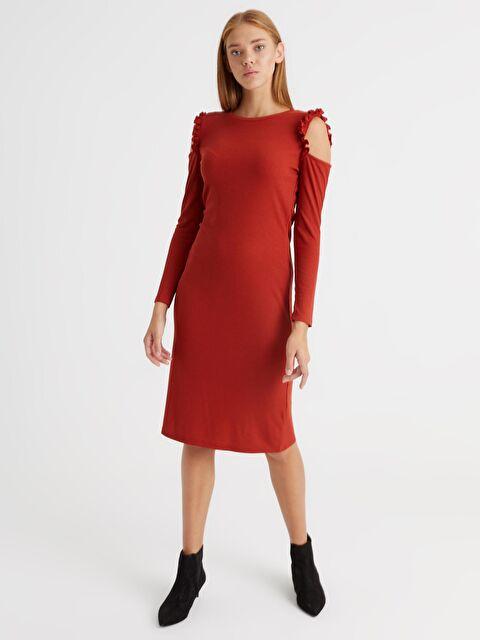 Omuzları Açık Fırfır Detaylı  Esnek Kalem Elbise - LC WAIKIKI