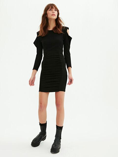 Omuzları Açık Vatkalı Drapeli Elbise - LC WAIKIKI