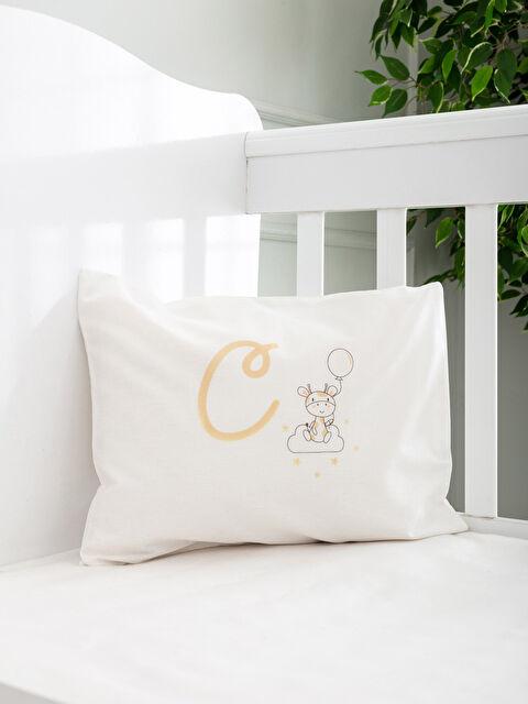 C Harfi Baskılı Bebek Yastık Kılıfı - LCW HOME
