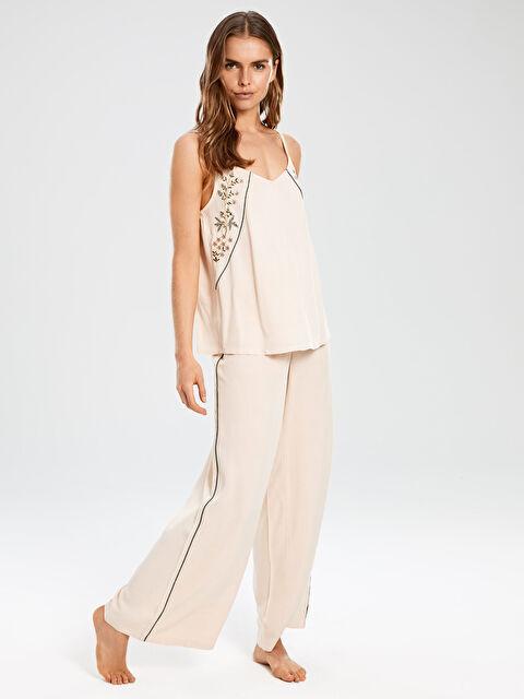 Çiçek Nakışlı Salaş Pijama Takımı - LC WAIKIKI
