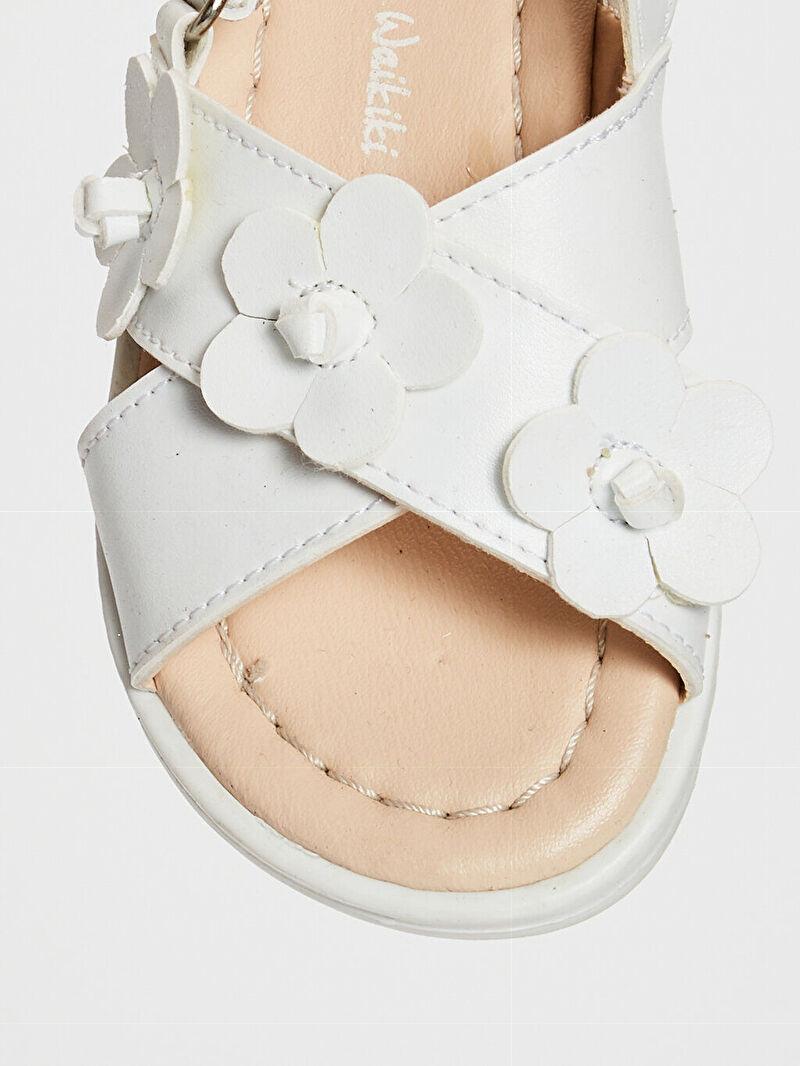 Beyaz Kız Bebek Çiçek Detaylı Çapraz Bantlı Sandalet