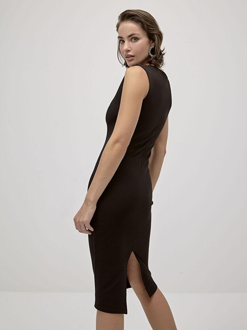 Siyah İncelten Etkili Kolsuz Dar Elbise