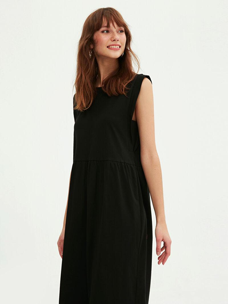 LC Waikiki Siyah Basic Pamuklu Kloş Elbise