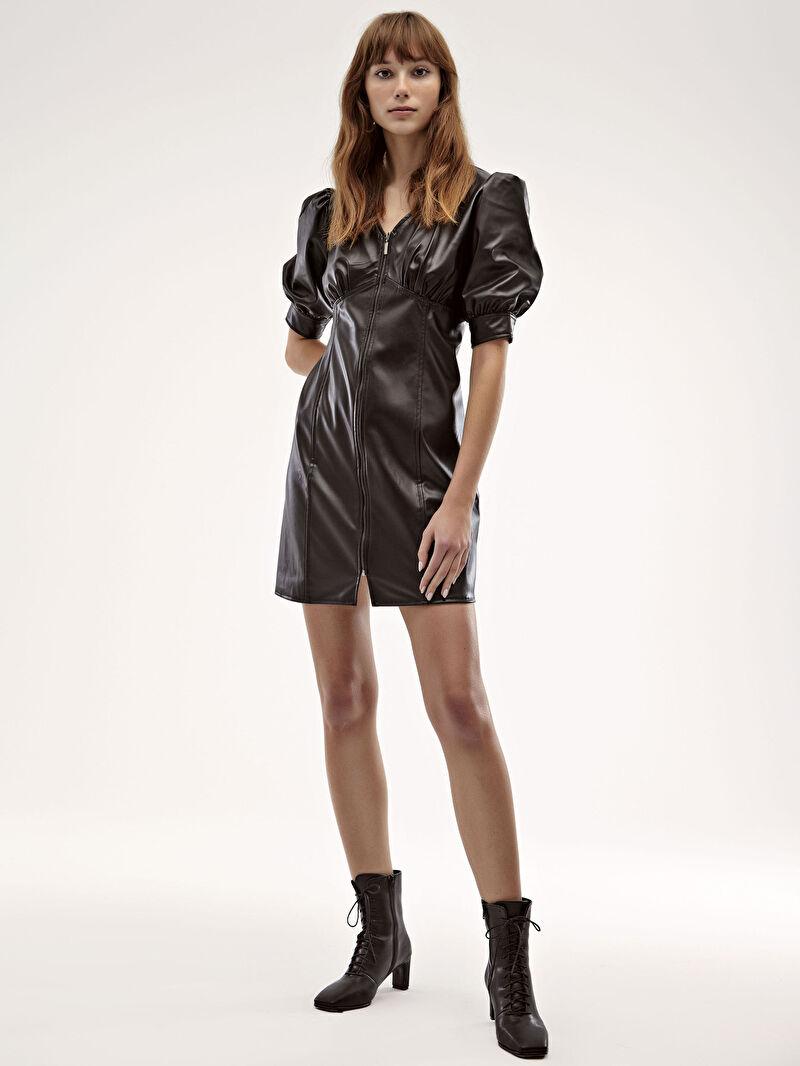 LC Waikiki Siyah Deri Görünümlü Önü Fermuarlı Elbise