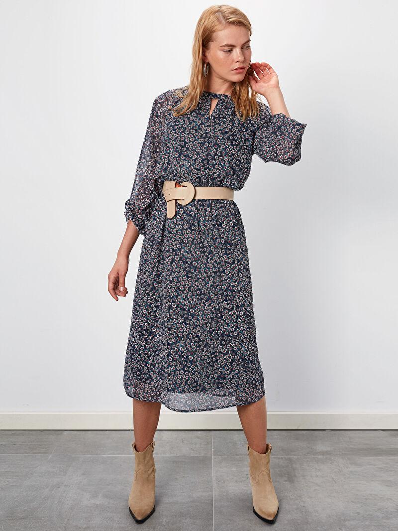 %100 Polyester  %100 Polyester  Elbise Kolsuz Baskılı Normal Bel Midi Çiçek Desenli Kuşaklı Şifon Elbise