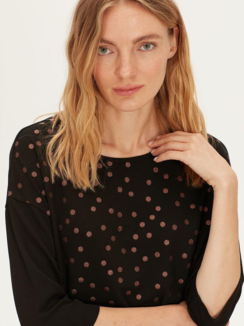 Kadın Işıltı Detaylı Puantiyeli Tişört